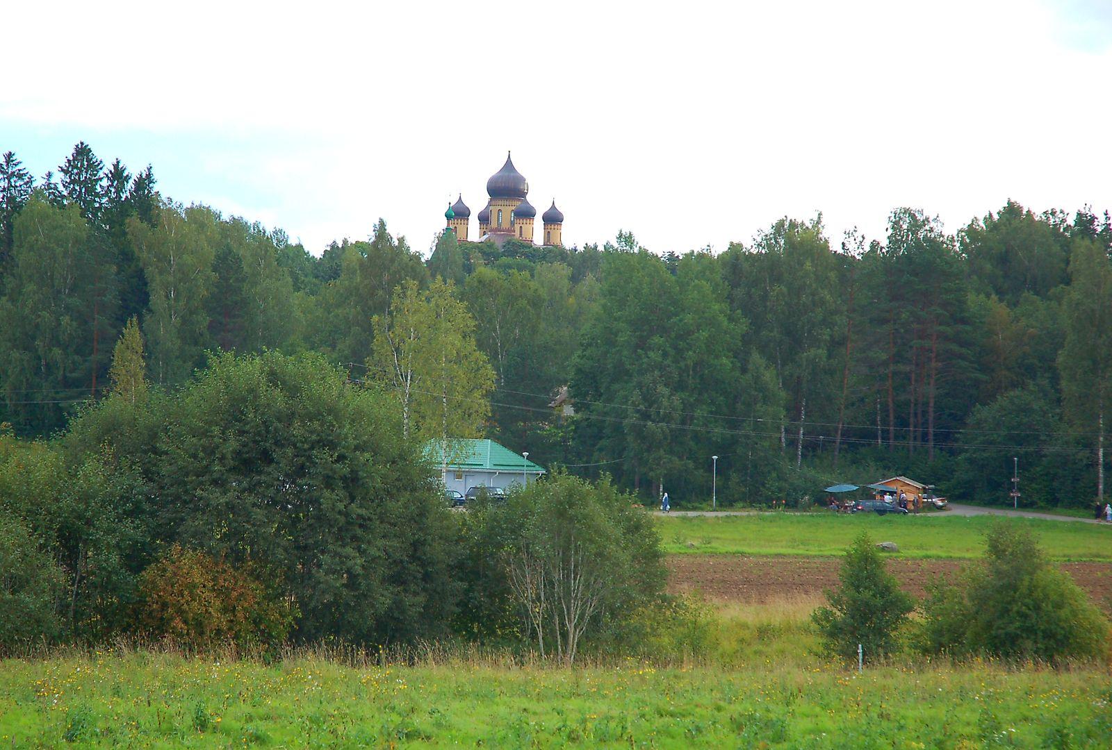 Õigeusu nunnaklooster on ehitatud Kuremäe Hiiemäele. Iisaku kihelkond