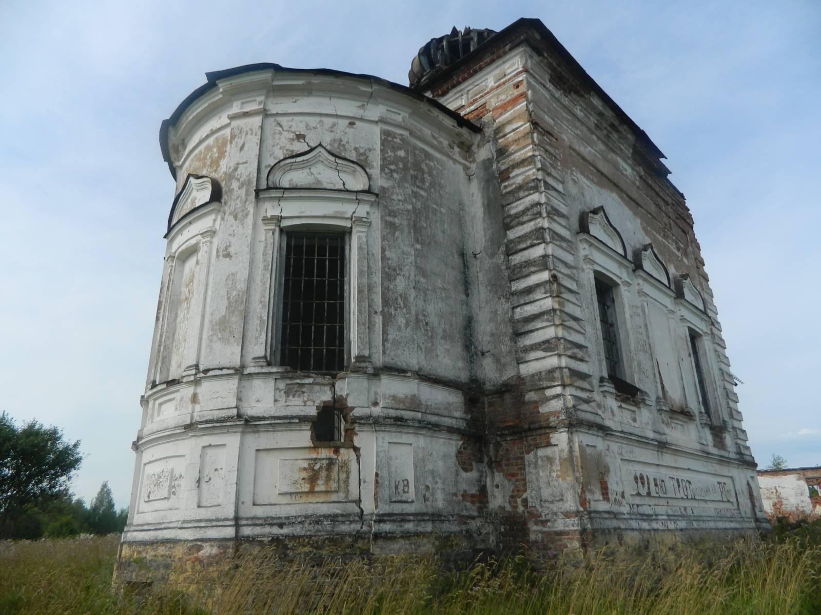 Вид на храм снизу