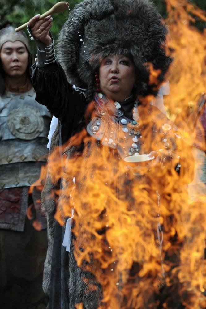 «Танец огня. Обряд камлания шамана»
