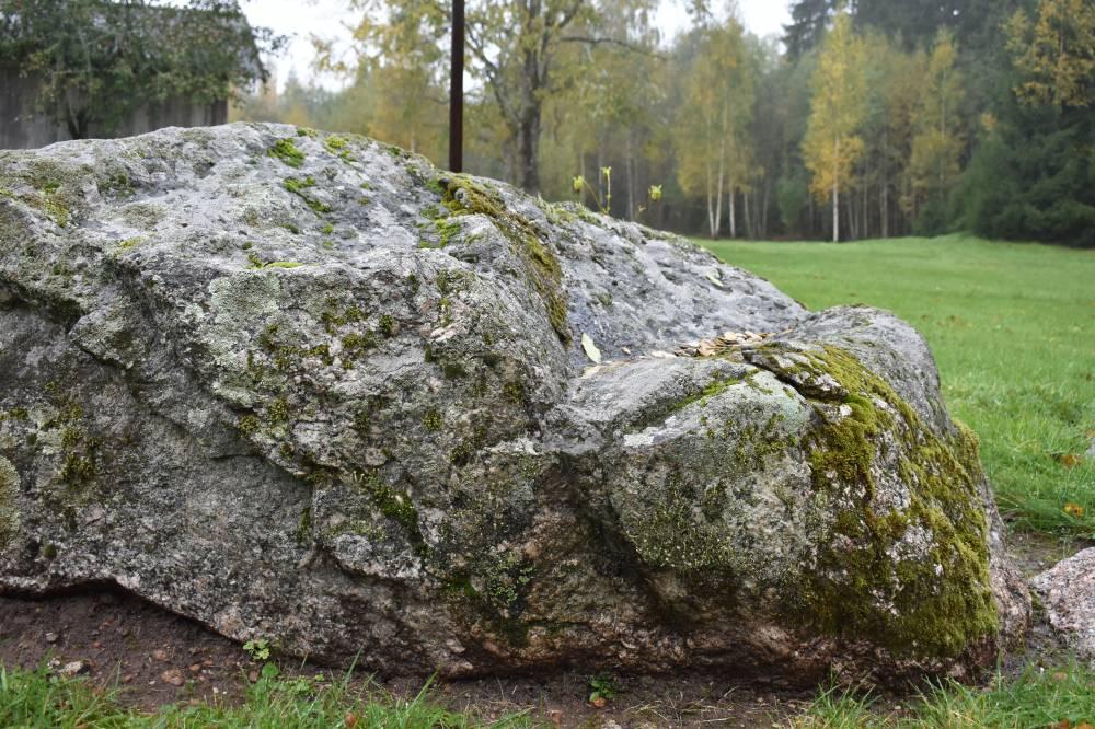 Püha kivi Kõveri külas
