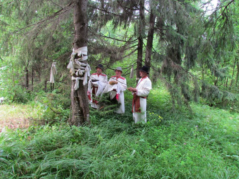 Общедеревенские моления в деревне Карамас-Пельга.