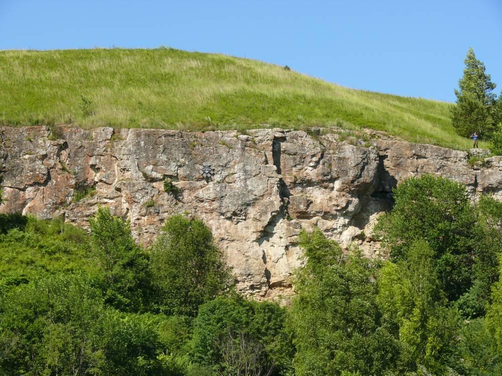 Скальная стенка на горе Чумбылат